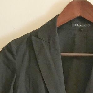 Theory sz 2 Two Button Black Blazer